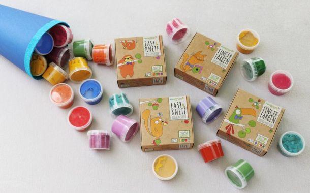Fingerfarbe und Knete von neogrün