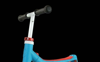 scootandride_highwaybaby_blue-red_ride_transparent-Rahmen