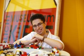 Kurator-Lego-Ausstellung.jpeg