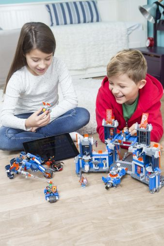 LEGO NEXO KNIGHTS_hoch_03