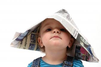 Kindertag Junge mit Bestimmerhut