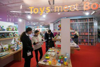 Toys-meet-Book-Sonderflaeche.jpg